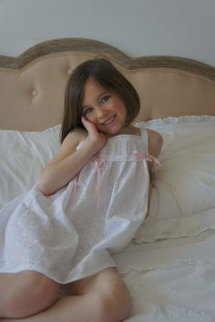 Camisón blanco Más Childrens Pyjamas, Kids Nightwear, Cute Girl Outfits, Cute Girls, Flower Girl Dresses, Girls Dresses, Active Wear, Kids Fashion, Black And White