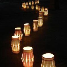 Décoration mariage extérieur // Wedding exterior decors > Lanternes en papier / Paper lantern Source: Arbreauxsouhaits.com