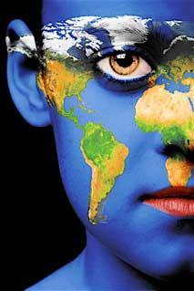 - Dios no ha creado fronteras. Mi objetivo es amistad con el mundo entero.-  Gandhi
