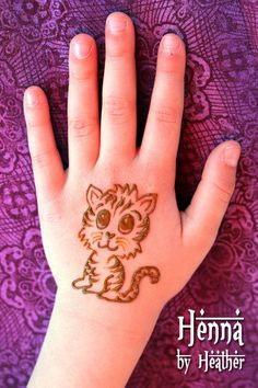 Mehndi Designs will blow up your mind. We show you the latest Bridal, Arabic, Indian Mehandi designs and Henna designs. Mehandi Designs For Kids, Henna Tattoo Designs Simple, Henna Art Designs, Mehndi Designs For Beginners, Modern Mehndi Designs, Mehndi Design Photos, Mehndi Designs For Fingers, Mehndi Simple, Beautiful Mehndi Design