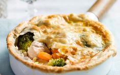 Stoofpotje van kalkoenmet bladerdeeg - Libelle Lekker Apple Pie, Main Dishes, Dinner Recipes, Cooking Recipes, Meat, Breakfast, Desserts, Food, Quiches