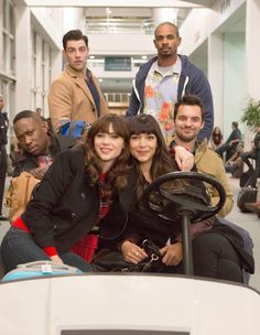 "#NewGirl 4x11 ""LAXmas"" - Schmidt, Coach, Winston, Jess, Cece and Nick runs into trouble as they prepare to depart for their holiday vacations."