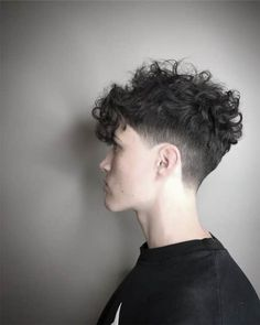 Fade Haircut Curly Hair, Male Haircuts Curly, Wavy Hair Men, Curly Hair Cuts, Medium Hair Cuts, Haircuts For Men, Curly Hair Styles, Long Hair, Curly Mohawk