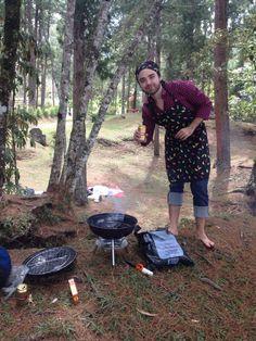 PicNic en el parque Los Salados en Llanogrande. Preparando choripanes. Chorizo argentino asado, pan francés y chimichurri de Sancho Paisa