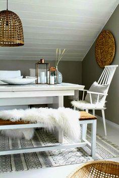 Essecke skandinavisch Lammfell weiß Holz #Wohnideen