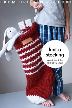 how to knit a christmas stocking - love this chunky stripy nordic style stocking in white with grey stripes with personalised name tag in leather. Click through for expert tips and links to the perfect knitting pattern Knitted Christmas Stocking Patterns, Knitted Christmas Stockings, Christmas Knitting, Christmas Diy, Christmas Tables, Nordic Christmas, Hygge Christmas, Christmas Patterns, Modern Christmas