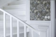 trappa och väggpaneler