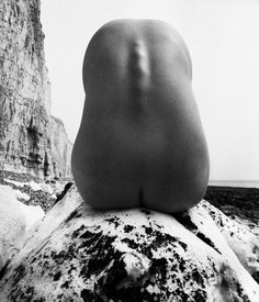 Bill Brandt - the elimination of the head and limbs, and exaggeration of the spine gives an interesting perspective on the human body. Yes Bill, you go gurl~