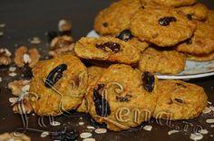 Biscuiti cu morcovi, ovaz si nuci Baby Food Recipes, Vegan Recipes, Dessert Recipes, Cooking Recipes, Breakfast Snacks, Breakfast Recipes, Healthy Biscuits, Delicious Deserts, Biscuit Cookies