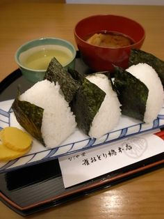 Japanese Omusubi Rice Balls and Dark-brown Miso Soup at Suzume Odori Tea House, Nagoya おむすび定食