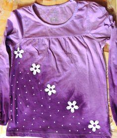 Dívčí+tričko+-+fialové+-+9/10+let+Koupí+přispějete+na+provoz+Domácí+Hospicové+péče+vTáboře!!!+Originální+dívčí+tričko+-+ručně+malované+i+barvené.+Materiál:+100%+bavlna+Lze+prát+vpračce.+Velikost:+134/140+(9/10+let)+Rozměry:+šířka+38cm+++++++++délka+54cm