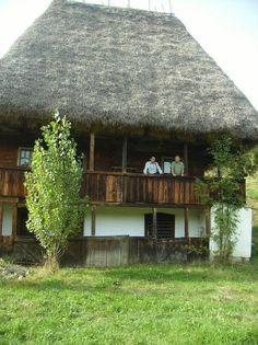 http://2.bp.blogspot.com/-BeCAT6HcgM8/UwTS5tMcE9I/AAAAAAAAKRI/whJE6jtIOPk/s1600/3.+proiect+casa+arhitectura+traditionala+taraneasca+romneasca+Liliana+Chiaburu+acoperis+acoperita+cu+paie.jpg