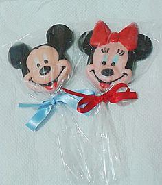 Pirulito de chocolate personagens Mickey ou Minie para festas infantis.  Super coloridos, feitos com chocolate ao leite ou chocolate branco.  Validade: 60 dias