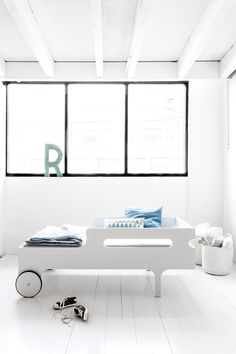 Toddler bed WHITE limited edision 01-2.jpg