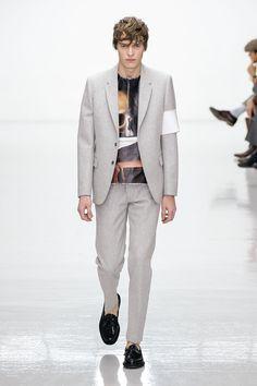 #londoncollectionsmen Jan 8-11 Photo-> http://accessrunway.com/index.php/london/photo-galleries/fall-winter-2016-2017-menswear-runway-shows/8074-matthew-miller-menswear-fall-winter-2016-2017-london Matthew Miller Fall/Winter 2016/2017 Collection  #lcm