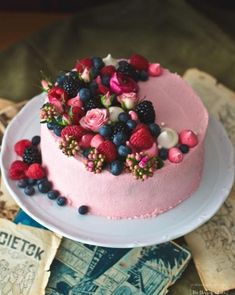 Easy Chocolate Desserts, Chocolate Cake Recipe Easy, Köstliche Desserts, Cake Chocolate, German Chocolate, Food Cakes, Cake Decorated With Fruit, Fruit Birthday Cake, Kitchens
