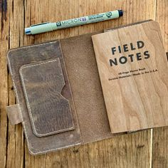Learn how to make this leather notebook cover! This project is a great way to make something simple like list making or note taking feel almost luxurious. Sewing Leather, Leather Craft, Leather Book Covers, Leather Books, Handmade Notebook, Handmade Journals, Notebook Covers, Journal Covers, Leather