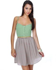 Great vintage style dress from Lulus. Would look great paired with a leather jacket for the fall.