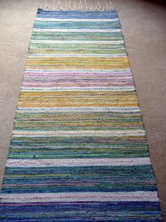 This is not twined, but I love the colors and pattern. I could do something similar to this by twining. Sätergläntan Rag Mat by Veronica Moen Loom Weaving, Hand Weaving, Latch Hook Rugs, Rug Inspiration, Deco Boheme, Fabric Rug, Weaving Projects, Tear, Cool Rugs