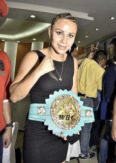 """La boxeadora azteca Zulina """"Loba"""" Muñoz quiere hacer historia cuando choque ante Guadalupe Martínez, el sábado 13 de mayo en la Oasis Arena de Cancún...."""
