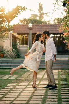 Couple Photoshoot Poses, Kochi, Wedding Film, Save The Date, Wedding Photography, Saree, Couples, Sari, Couple