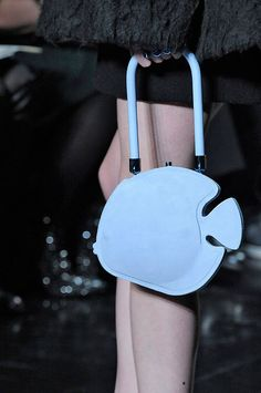 http://lilianpaccestore.blob.core.windows.net/media/2013/03/5313-carven-bolsas-divertidas.jpg