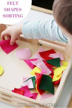 Easy sorting idea for toddlers using felt! Make a tray of felt shapes in less than 5 minutes and toddlers will love sorting by shapes or colors! Great for cognitive and fine motor skills! #toddleractivities #learningshapes #shapes #feltcrafts