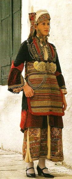 Woman wearing the bridal costume of Episkopi, Imathia, Macedonia. Greek Traditional Dress, Traditional Outfits, Greek Dress, Empire Ottoman, Greek Culture, Arabian Nights, Folk Costume, Historical Costume, Macedonia