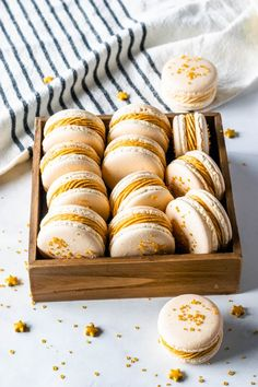 Hypoallergenic Pet Dog Food Items Diet Program Butterbeer Macarons With Butterbeer Buttercream And Butterscotch Ganache Filling Macaron Recipe, Macaron Cookies, Macaron Flavors, Great Desserts, Fall Desserts, Appetizer Recipes, Dessert Recipes, Party Recipes, Spicy Recipes