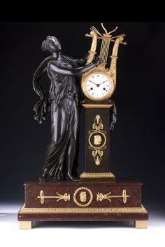Péndulo con Fadenaufhängung, h medio y Stundenschlossscheibenschlagwerk en Campana. Antique Watches, Antique Clocks, Vintage Watches, Altar, French Clock, Classic Clocks, Mantel Clocks, Retro Clock, Fine Art Auctions