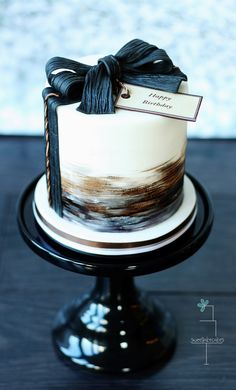 A gentleman's cake - I made this small cake for a gentleman's birthday. I used black, white, brown and a hint of silver. I think it suits a guy and goes pretty well with this time of season, not?