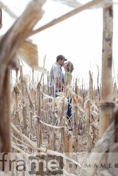 Love this country engagement photo! :Brittany's