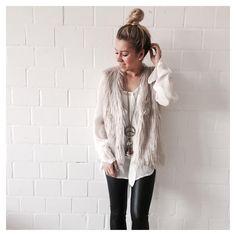 Heart-for-Fashion Instagram  Fellweste mit Lederleggins und Accessoires