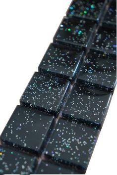 Mozaïek tegelstrips glas   Kleur: zwart met glittereffect   Geschikt voor badkamer, toilet, douche, keuken, woonkamer, slaapkamer, hal   Topmozaïek24