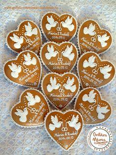 Galambos mézeskalács köszönőajándék Biscuits, Valentine Cookies, Iced Cookies, Wedding Cookies, Wedding Invitation Cards, Royal Icing, Cookie Decorating, Gingerbread Cookies, Wedding Gifts