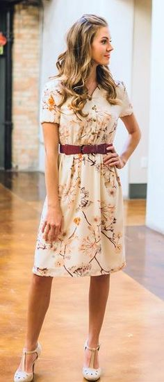 The Easton is a lovely modest dress that comes in a beautiful Cream with Branch Floral Print. #sierrabrookeclothing