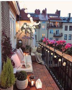35 DIY Small Apartment Balcony Garden Ideas # Balcony Garden - b a l c o n y - Balkon Apartment Balcony Garden, Small Balcony Garden, Small Balcony Decor, Apartment Balcony Decorating, Apartment Balconies, Cozy Apartment, Small Patio, Small Terrace, Terrace Decor