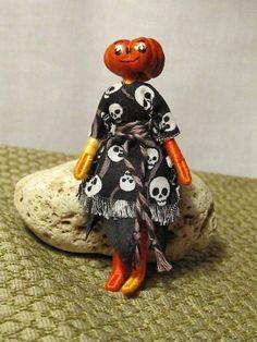 miniature-pumpkin-head-doll