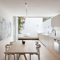 Great use of a narrow space in this Surry Hills House designed by @bennandpenna_architecture 📷 @tfadtomferguson ♡👌🏻