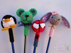 Llegó el día 30 y con él la presentación del Reto Amistoso   nº 87, esta vez lo organizaba SanDryCreaciones  y nos   propuso decorar lápic... Finger Puppet Patterns, Finger Puppets, Pencil Toppers, Crochet Bookmarks, Cute Kids, Stationery, Crochet Hats, Baby Shower, Crochet Motif