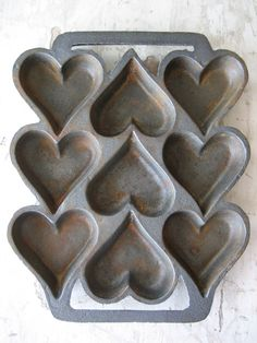 Geraldine pinned this one lovely isnt it. Vintage baking tin from riverwoodprimitives