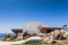 The Boa Nova Tea House by architect Alvaro Siza was built in Leça da Palmeira, Matosinhos, Portugal in 1959 - It was then remodeled in 2013 - Alvar Aalto, Portugal, Monsaraz, Exposed Concrete, Concrete Building, Landscape Walls, House Entrance, Entrance Design, Mid Century House