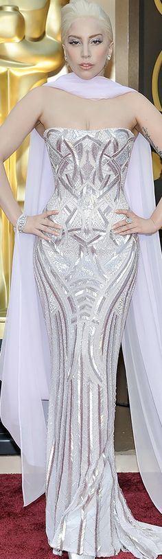 Lady Gaga in Atelier Versace | Oscars 2014 with out the scarf She actually looks nice!