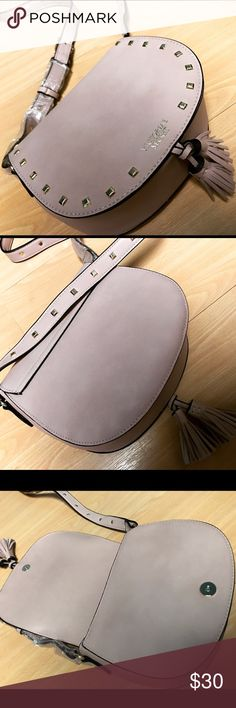 """😻 Pale pink/khaki Leather Gold Studds Crossbody Victoria secret Pale pink/khaki Leather Gold Studds Crossbody. Has square shaped gold studs on front and straps. Adjustable straps for the right length for you! And has magnetic button closure. Measurements: approx. 7.3"""" length, approx. 6.2"""" height, and approx. 2.6"""" width, Get ur complete festival outfit with this crossbody! Brand new. Victoria's Secret Bags Crossbody Bags"""