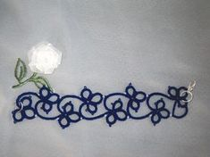 Clover and chain edging/bracelet Bracelet Tatting, Lace Bracelet, Tatting Jewelry, Tatting Lace, Bracelets, Shuttle Tatting Patterns, Needle Tatting Patterns, Lace Patterns, Beading Patterns