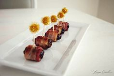 2 ingredient holiday appetizer: bacon-wrapped dates. The best! Bacon Dates, Bacon Wrapped Dates, Tapas, Holiday Appetizers, Appetizer Recipes, Buffets, Super Bowl Menu, Bacon Wrapped Appetizers, Sandwiches