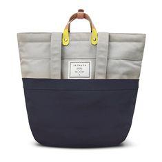 Geanta - rucsac perfecta. De fapt se poate purta nu numai ca geanta si rucsac ci si ca crossbag si are si manere pentru purtat ca si geanta normala. Alaturi de materialul cu tehnologia Smartrapel Hydro impermeabil 100% si furniturile de clasa se afla acest concept absolut nou care transforma acest SWIFT intr-un produs PREMIUM. Intra pe site pentru mai multe ... Canvas Backpack, Travel Backpack, Fashion Backpack, Shopper, School Backpacks, Swift, Macbook, Diaper Bag, Laptop