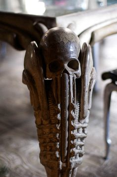 Details inside the Museum Bar HR Giger, creator of Alien. Giger Art, Hr Giger, Alien Tattoo Xenomorph, Gothic Room, Evil Art, Alien Concept, Alien Art, Scenic Design, Recycled Art