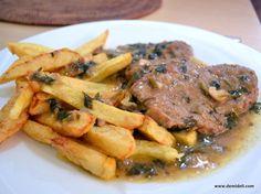 Αγαπημένο φαγητό και σπεσιαλιτέ της μητέρας μου. Δεν λείπει ποτέ από τις γιορτές και συνοδεύεται πάντα από υπέροχο πουρέ πατάτας. Για το περίφημο Κερκυραϊκό σοφρίτο θέλουμε αρκετό σκόρδο, μαϊντανό και καλό ξύδι! Εμείς χρησιμοποιούμε ξύδι από κόκκινο κρασί που προμηθευόμαστε από την Κρήτη, ωστόσο αρκετές κερκυραϊκές συνταγές αναφέρουν ότι μπορεί να χρησιμοποιηθεί μόνο κρασί.