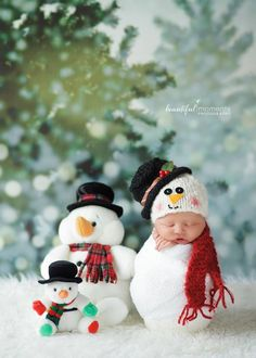 Newborn Photography > Newborn snowman > Pose > Christmas Photography > Winter